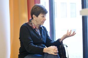Rör upp känslor. Ulla Persson (S) ser positivt på att FP ändrar sig. Men hon menar att beslutet om att lägga ned Bäckbyskolan har rört upp känslor i onödan.