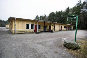 Gamla Stenkumlaskolans lokaler kommer inom kort att rivas  och moskén och alla andra verksamheter har fått flytta ut.