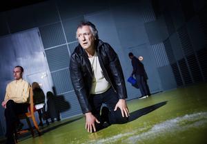 Skådespelaren Ulf Dohlsten återvänder till Backa teater och konstaterar att det på många sätt är en ny teater.