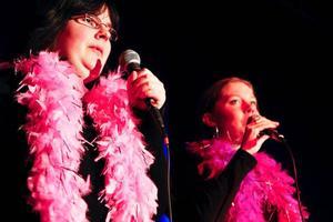 Elisabeth Ström och Lovisa Segermyr har valt att sjunga en låt av Cher.