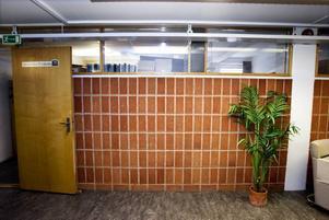 Funktionellt. Stadig vägg med plats för luft.