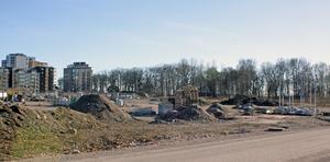 Ännu är det tomt och obebyggt på etapp fyra, Öster Mälarstrand.  Nu får byggherrar konkurrera om rätten att bygga.