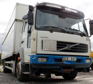 Har du sett den här lastbilen? Polisen vill ha in tips på iakttagelser som har gjorts i samband med dieselstölden i Rimbo.