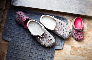 Fyra barn bor i lägret i Sätra, däribland fyraåriga Nicol.