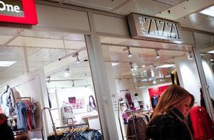 Gallerian i Kärnan riskerar att förlora tre av sina butiker på ett bräde, sedan ägarbolagen till de tre butikerna Street One, Zizzi och Fanny försatts i konkurs vid Sundsvalls tingsrätt. Foto: Anna-Karin Pernevill