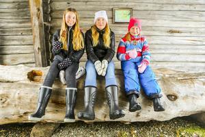 Rebecka Sund, 13, Svenstavik, Julia Fjellner, 13, och Ella Fjellner, 10, båda från Vemdalen, tar igen sig.