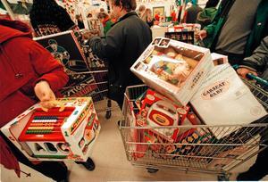 När julen börjar närma sig ökar vår konsumtion betydligt. Då gäller det att handla klokt så att man slipper ångra sig.
