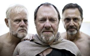 """Skäggigt. Att """"Lurberget"""" reser sig ännu en gång ur havet som omger Hedesunda vittnar byns femton nya oansade skägg om. Bland andra Sören Almgren, Hedesunda och Gävle, Erik Wiklund och Kjell Sörling."""
