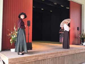 Elegans från början av 1900-talet. Lång klänning och hatt var ett måste.