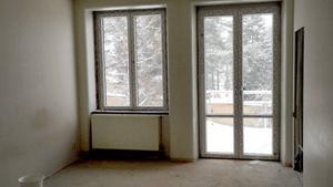 I fastigheten byggs alla lägenheter om och fönster byts ut.