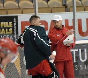 Ervins Mustukovs, här tillsammans med målvaktstränaren Peter Iversen.
