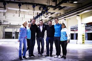 Den ödsliga fabrikslokalen ska bli en luftig lobby. Anna-Karin Widehammar, Emelie Holmberg, Pär Eriksson, Tomas Burefjord, Staffan Holm, Petter Norman och Caroline Appelgren ser fram emot att jobba tillsammans.