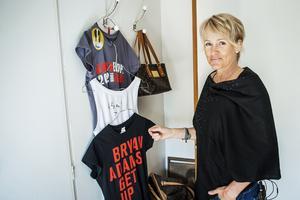 I sovrummet har Ann Liljeqvist samlat minnen från fjolårets konsert med Bryan Adams.