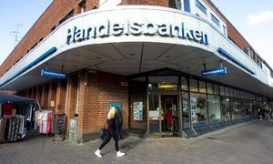 Handelsbanken i Söderhamn är en av de banker där kontanthanteringen kan upphöra, ett 70-tal kontor berörs.