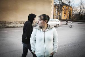 Här på parkeringen utanför vandrarhemmet i centrala Östersund står Vladislavs och Iliyanas bil numera.