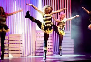 Uppfriskande och populärt. Baletten gjorde en strålande insats som vanligt i Borlängerevyn.