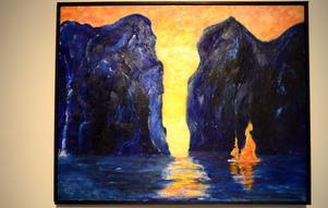 Det konstprojekt som Göran Hedberg ägnar sig åt för närvarande har ljus som tema. På målningen syns en brinnande segelbåt.