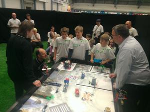Lag Resele Hoppetossar imponerade på de nordiska domarna med sina teknikpresentationer i legotävlingen First Lego League i Bodö.