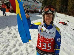Emma Wiberg jublar över guld i slalom och silver i storslalom