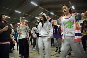 Föreningen Coacha Unga bildades för några dagar sedan och har redan fått 200 medlemmar. I föreningen kan man dansa eller laga mat.