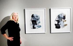 Susanne Frunck arbetar med grafik.