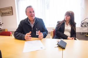 Rolf Engman, gymnasiechef, och Monica Anderstedt, rektor på Domarhagsskolan, tror att det är viktigt att arbeta förebyggande så att inte något allvarligt händer i Avesta. Rolf Engman känner sig orolig över samhällsutveckligen.