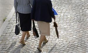 Till skillnad från regeringen vill Kristdemokraternata bort skillnaden i beskattning mellan lön och pension redan nu, skriver  Ebba Busch Thor (KD), partiledare och  Birgitta Sacrédeus (KD), oppositionsråd i Landstinget Dalarna,