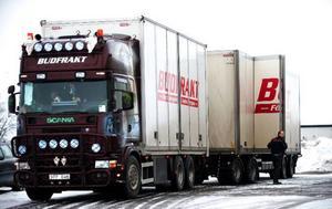 Att tro att en kilometerskatt för tunga fordon leder till en överflyttning av gods visar bara att någon tänkt väldigt fel.foto: scanpix