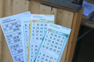 100 kronor kostar det att spela alla fyra bingospelen. Vinsterna är mellan 500 kronor och 10 000 kronor.