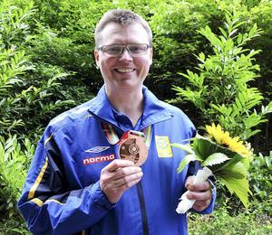 Emil Martinsson med bronsmedaljen efter söndagens inledande VM-tävling på 50 meter.
