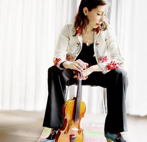 Violinisten Bridget Marsden prisades för årets artist. Pressbild.