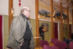 Pelle Persson, Vox Humana, la fram ett eget förslag om att inte revidera budgeten överhuvudtaget.