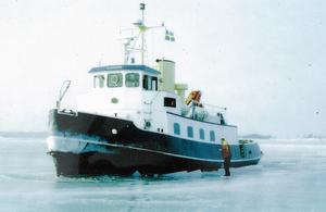 Isbrytare. Korsön har specialformat skrov som lämpar sig bra för att ta sig fram över isbelagda vatten.
