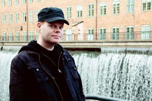 """Markus Widegren, från Östersund, debuterade tidigare i år med skräckberättelsen """"Bestmannen"""". Hans andra bok """"Alla bär en skugga"""" är en psykologisk dramathriller."""