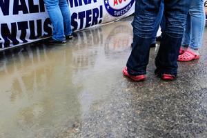Besökarna på torsdagens Power Snap Meet trotsade regnet.