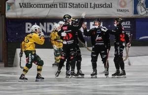 Robin Andersson, nummer 10, är Tillbergas bästa poängplockare den här säsongen.