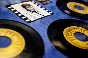 Håkan Göranzon äger Elvis fem första singlar utgivna på Sun Records studios.