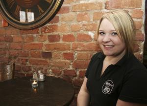 Fia Larsson har lust att utvecklas i sitt yrke och i livet. Tillsammans med några kompisar drar hon därför till Oslo i Norge i sommar för att jobba inom restaurangyrket.
