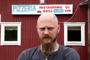 Tomas Ek har gjort om en pizzeria till en tatueringsstudio.