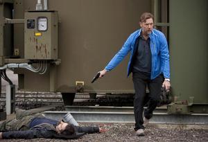 """Gunvald i centrum. Den nya Beckfilmen """"I stormens öga"""" är snyggare än vanligt och Mikael Persbrandt är lysande i sin roll som Gunvald, anser På Gångs recensent."""