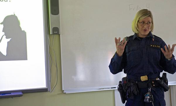 – Den nya polisorganisationen ska vara närmare medborgarna, sa Ingrid Larsson, polis i Sveg och tillförordnad chef för polisverksamheten i Härjedalen och Berg, under informationsmötet i Hede.