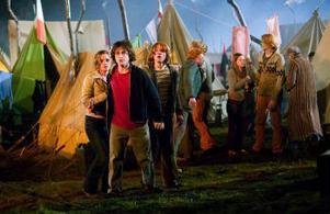 Harry Potter och vännerna Ron och Hermione tältar på världsmästerskapen i quiddich.