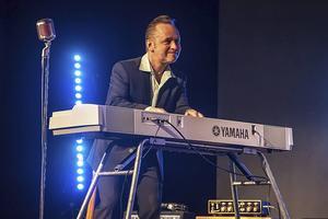 Torgny Kingen Karlsson, spelar piano snabbare än sin egen skugga. Det borgar för full fart på Logrocken på lördag.