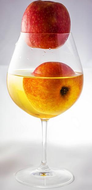 Svenska äpplen passar ypperligt till att göra aromrik och frisk must på.