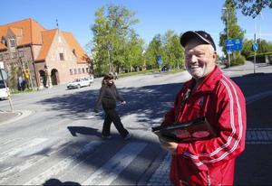 Stig-Björn Sundell, vägombud i Jämtland, är nöjd med hur fotgängarna beter sig vid obevakade övergångsställen.Cyklisterna i Östersund får däremot dåligt betyg när det gäller trafikvett.