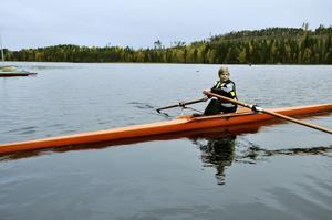 Arvid Källström ror i väg.