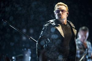 Bono under U2-konserten i Globen i onsdags.
