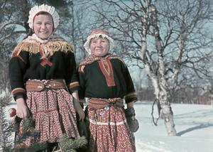 Amatörfotografen och skolläraren Rolf Ärnströms bilder från 1940-talets samebyar i Lannavaara och övre Soppero. Visas i ny utställning i Sandvikens Kulturcentrum.