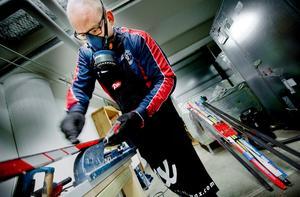Gustav Widar är lite av en vallaexpert i Örebro. Det senaste året har han börjat använda ansiktsmask när han vallar.