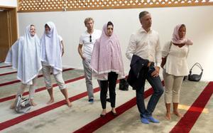 Lili André (KD), Inger Källgren Sawla (M), Roger Persson (MP), Gin Akgul Hajo (V), Roger Edsvik (S) och Åsa Westlund-Lång (S) lyssnade när Raad Al-Duhan lade ut texten.